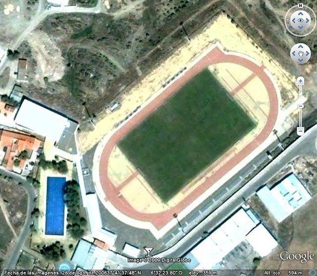 Campo de futbol y Piscinas