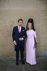 Vestidos y Peinados de Madrinas de Honor Doña Mencia