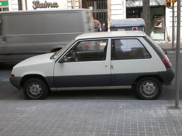 Vehiculos antiguos eb la calle 24 Febrero 2011 057
