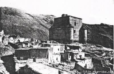 Castillo Gérgal a principios de siglo rodeado de casas ruinosas
