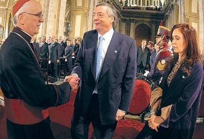 Bergoglio-Kirchner-y-Cris.jpg_1508290738