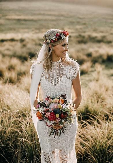 Peinados con Vestidos de novia cortos Semirecogido con Velo
