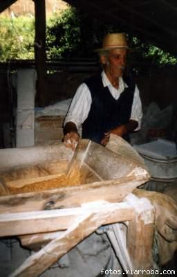 Molino de Pañul, uno de los dos que funcionan en la Quebrada El Maqui, Pichilemu.