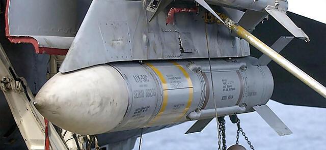 AIM-54_Phoenix_cropped
