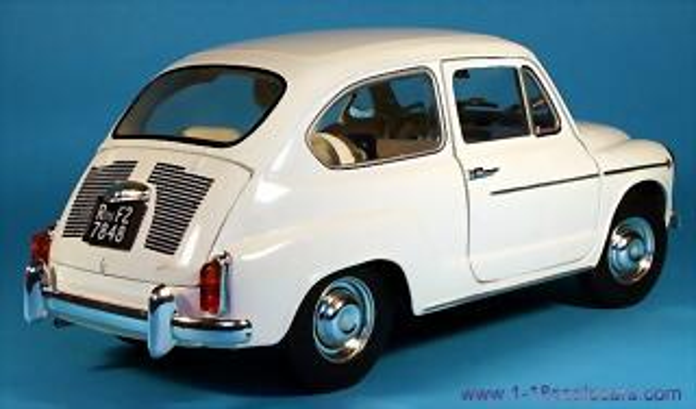 Fiat_600D_rear_quarter