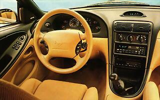 1994-ford-mustang-GT-cockpit