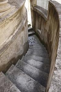 Tempieto escalera