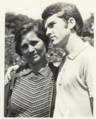 M. Estrada y su madre, María Vázquez